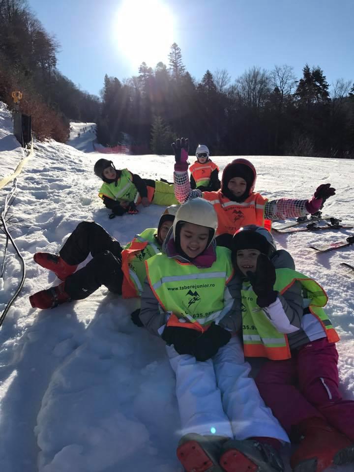 Distractie la schi pe partiile din Predeal